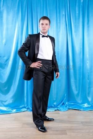 Костюмы, смокинги, фраки, торжественная одежда для мужчин