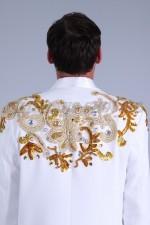 02043 Мужской белый смокинг с вышивкой (вид сзади)