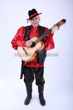 33412. Цыган с гитарой