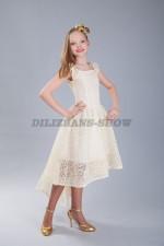 5263. Нарядное платье из кружев со шлейфом