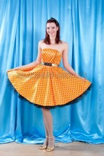 02781 Стиляга в оранжевом платье
