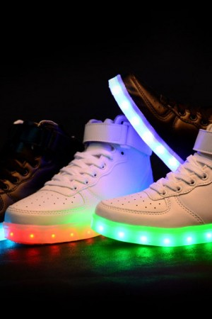 РАСПРОДАЖА: cветящиеся LED кроссовки. Доставка по Астане. Заявки на WhatsApp: +7 (708) 779-50-22 (круглосуточно)