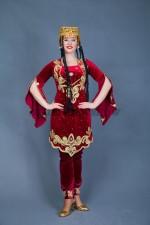 02245 Туркменская девушка в тюбетейке