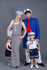 5734. Костюмы в морском стиле для семейной фотосессии