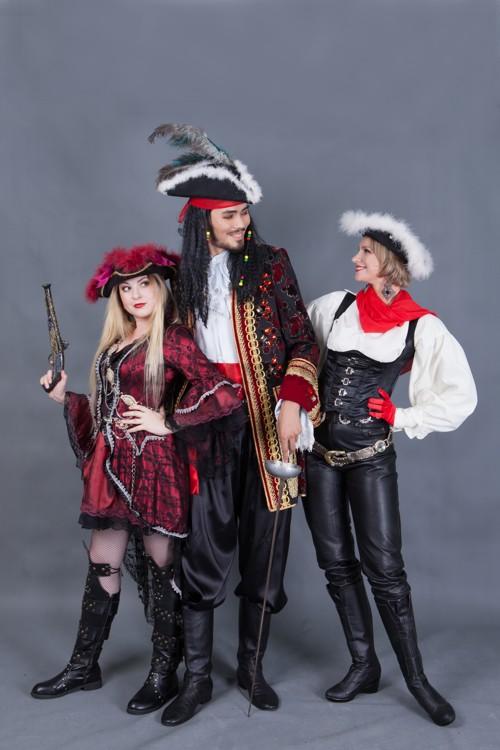 5766. Пиратские костюмы для групповой фотосессии